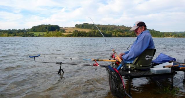 La beau ponton de pêche au feeder bricolé par René.