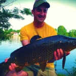 Carpes au method feeder en eau sauvage