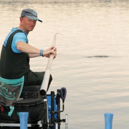Darren-Cox-ships-back-a-fish-on-Garadice-Lake---low-res