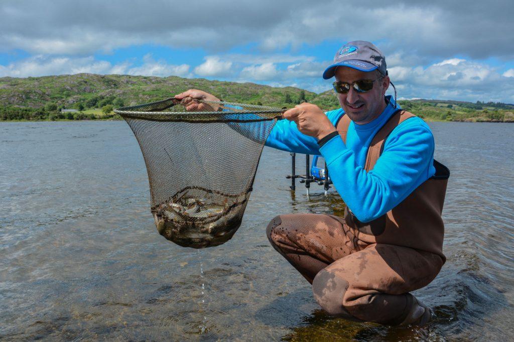 lough-allua-feeder-petits-poissons-7