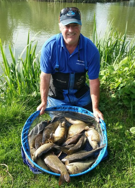 mick-illingworth-qui-prendra-quelques-carpes-sur-la-fin