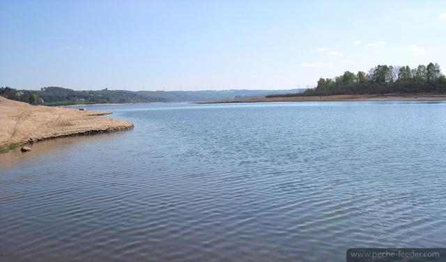 Lac de Pareloup basses eaux