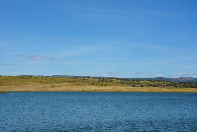 Pêche au feeder au lac de Orellana en Extremadura