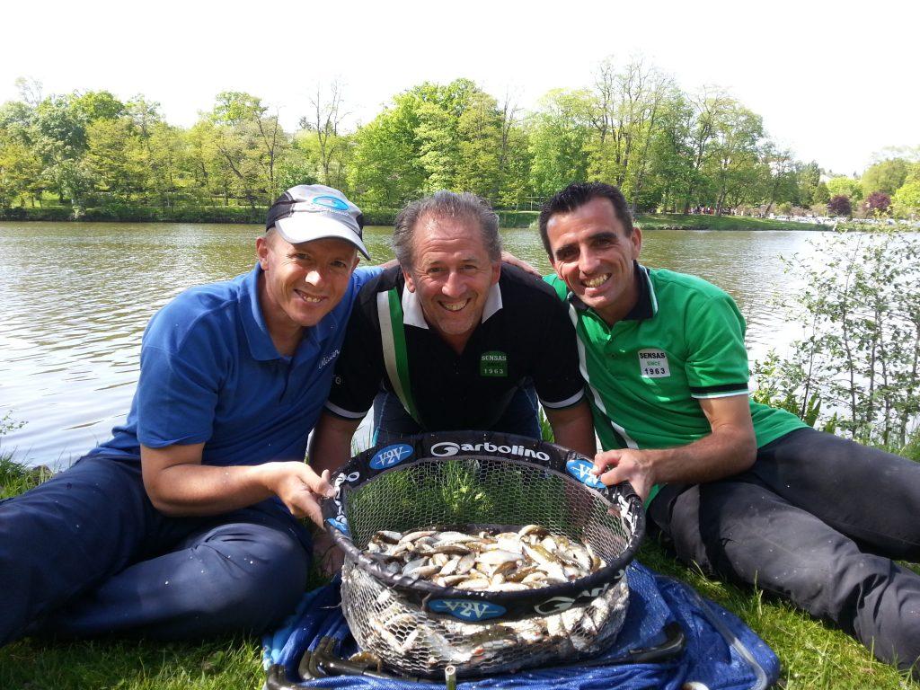 Né en 2015 et partie pour longtemps, La Coupe de l'Europe est organisée par mon grand ami André Dewein (au centre). Il a su à l'aide de Jérôme Joswiak, motiver les instances locales et rendre possible une épreuve de grande envergure sur deux plans d'eau superbes. Ci-dessus, notre bourriche du dimanche avec 10 kilos pour près de 800 poissons capturés en 5 heures !