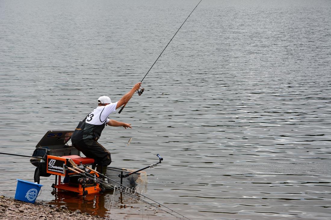 Acheter la chaise pour la pêche avec le sac à dos