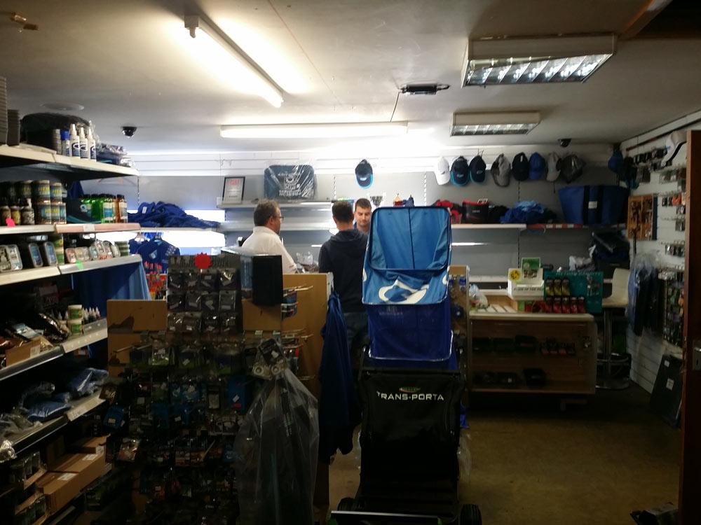 shop-lindholme-lakes-carpodrome-angleterre